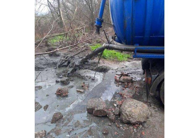 """Водоем резко """"покраснел"""", украинцы в ауте: """"Свиноферма делает свое дело"""""""