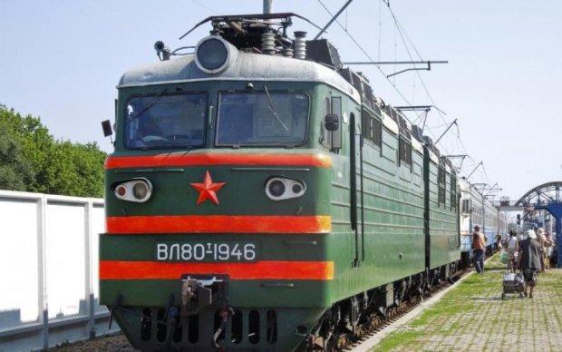 У Києві поїзд відрізав ноги 19-річній дівчині: фото