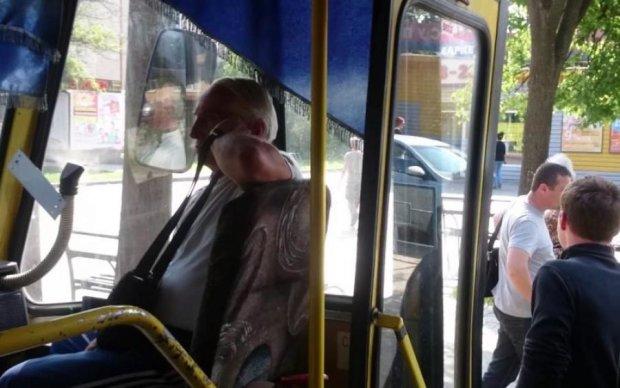 """""""Щоб возити ваші вонючі задниці"""": українці пішли війною на зухвалого маршрутника"""