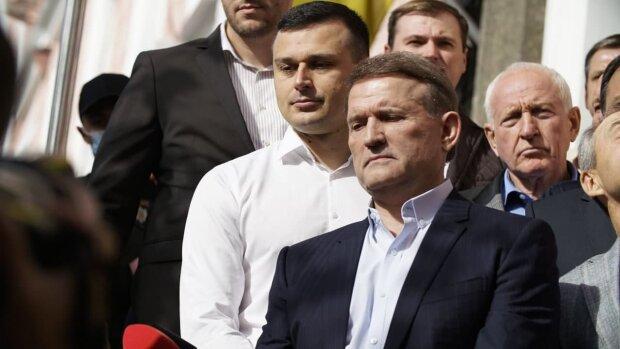 Кузьмин: За новым подозрением Медведчуку и очередной попыткой его арестовать власть пытается спрятать коррупционный скандал с офшорами