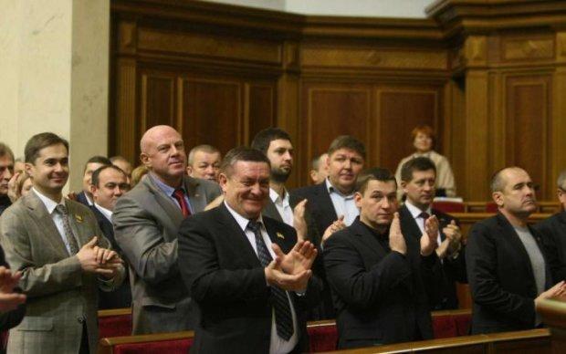 Українські депутати кинулися вітати Гітлера: фото