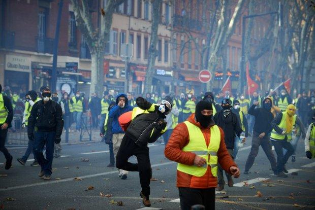 Французские протесты перекочевали в новые страны, Европа готовится к эпохальному бунту