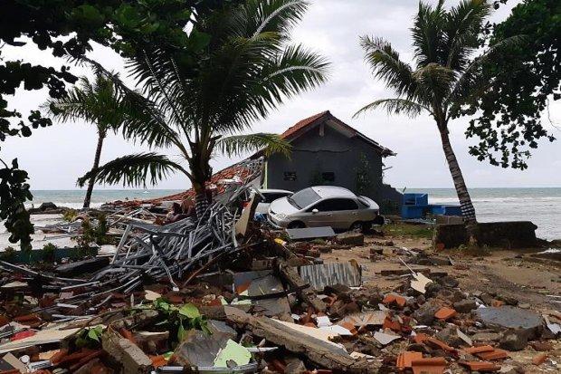 Смертоносне цунамі збирає кривавий врожай: сотні загиблих, тисячі постраждалих, рятувальники готуються до нового удару
