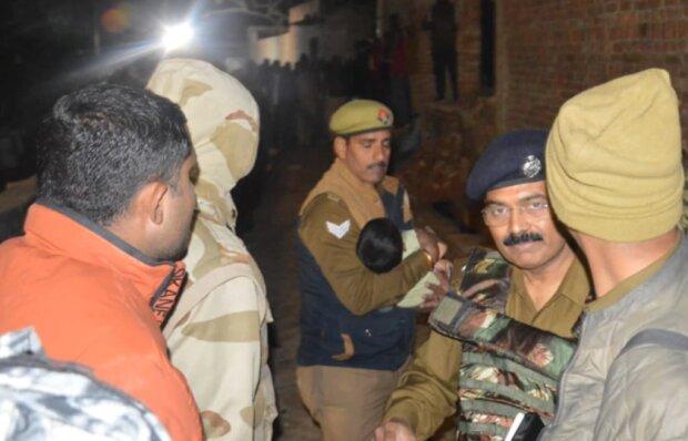 В Индии захватили детей в заложники, фото: HT Photo