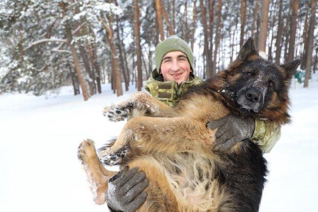 Пограничник стал кинологом, несмотря на страх перед собаками: теперь с огромным Али лучшие друзья