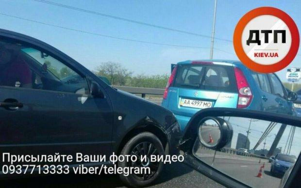 Тройная авария парализовала столичный Московский мост