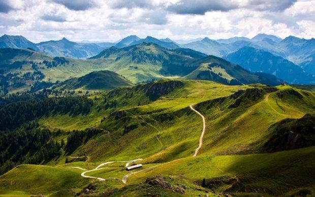 Нет нигде в мире: в Карпатах зафиксировали уникальное природное явление, невероятные кадры