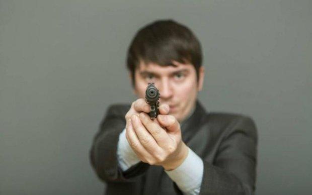 Голый и опасный: стрелка-нудиста из США обьявили в розыск
