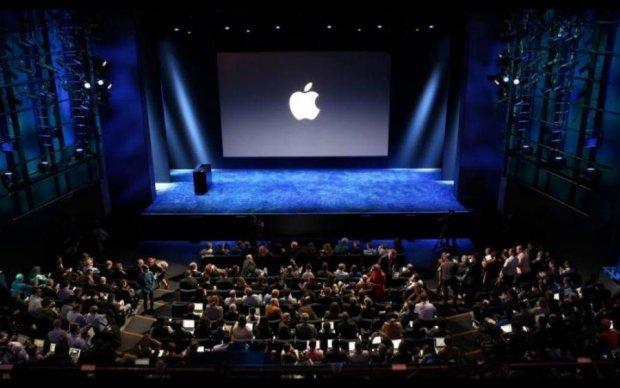 Apple випустить одразу три нових iPhone
