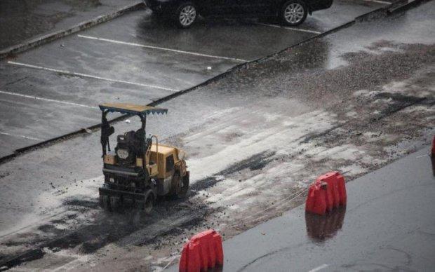 Укладання по-українськи: в мережі показали всю біль ремонту доріг