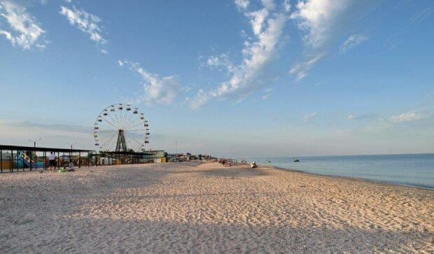 Онлайн-метеостанція й нові веб-камери в Кирилівці показали туристам реалії курорту