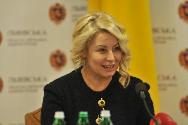 """Забыла, как Янукович """"слил"""" Украину? Одиозная регионалка пугает людей новой войной"""