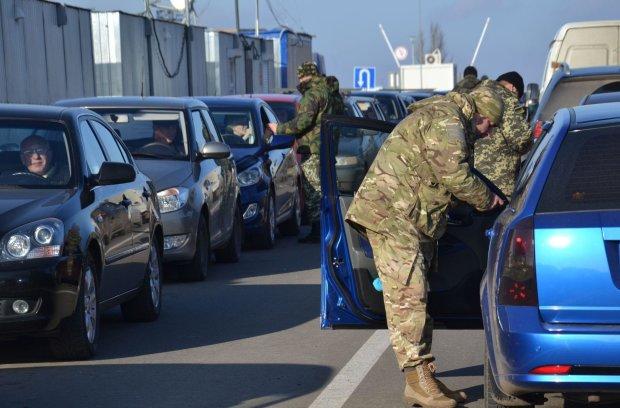 Кордон з Донбасом скувала техніка: коїться щось неймовірне, про причини мовчать