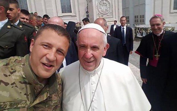 Український герой сфотографувався з Папою Римським