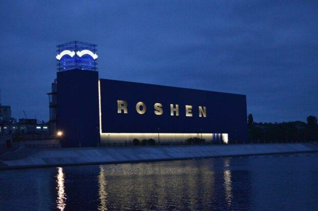 """У Вінниці під фабрикою  Roshen палять шини, пахне небезпекою: """"Ми гинемо"""""""