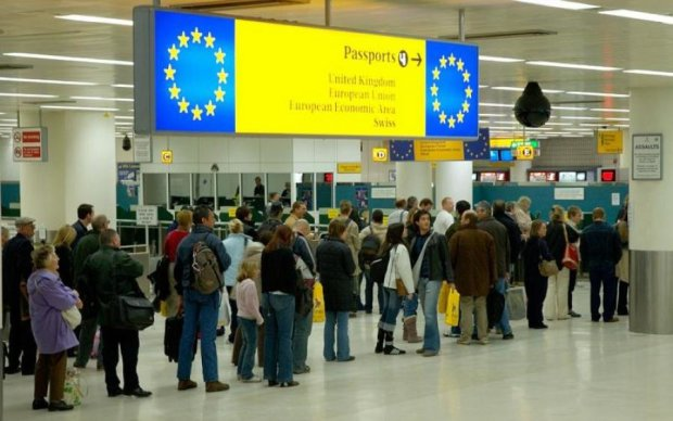 Проблемы с паспортами: украинцам посоветовали не ездить за границу
