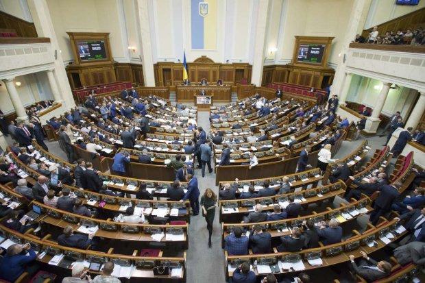 """""""Зрада"""" у прямому ефірі: депутати подарували Путіну Крим на очах у всієї України"""