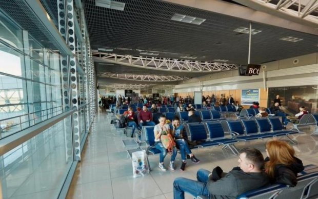 Замість Туреччини потрапили до пекла: гучний скандал у харківському аеропорту показали на відео