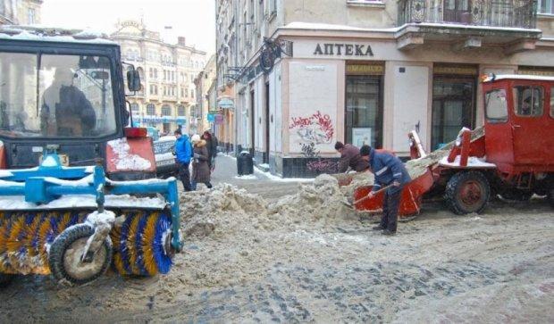 Львівських комунальників штрафуватимуть за сніг на дорогах