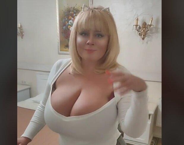 "Мила Кузнецова с 15-м размером груди превратилась в Пугачёву: ""Позвони мне, ради Бога!"""