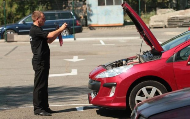 Не бита, не фарбована: ці хитрощі допоможуть вибрати кращий б/у автомобіль