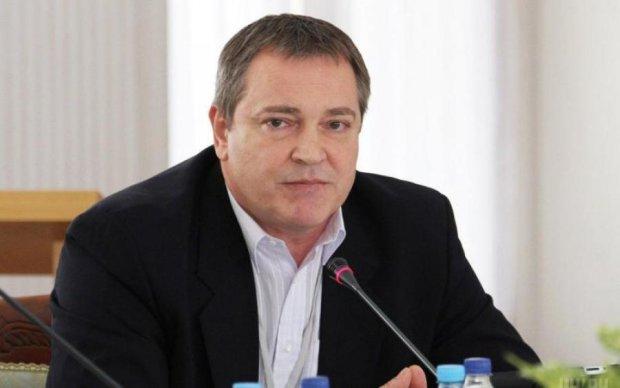 Боягузливий пес Януковича погавкав на українців з безпечної відстані
