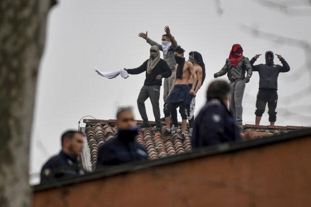 Бунт, фото из свободных источников