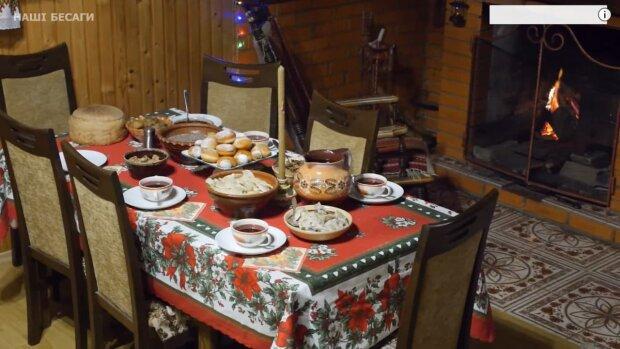 святковий стіл / скріншот з відео