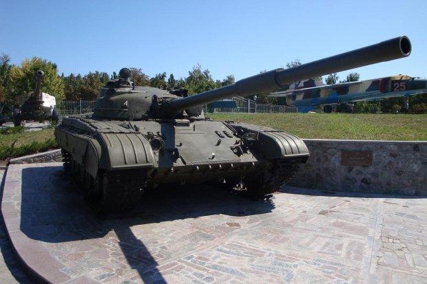 В Тернополе малыш упал в громадный танк, люди услышали писк: чудом спасли