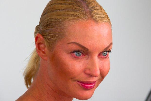 Волочкова сменила имя и подалась в продавщицы: спиртное уберите с прилавка