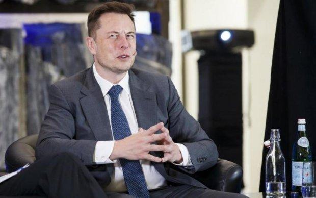 Після презентації російського москвича спалахнув завод Tesla