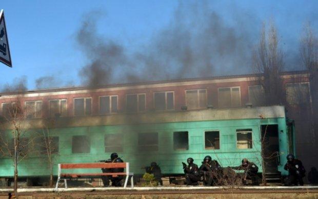 """Украинский спецназ """"освободил заложников"""" из поезда"""