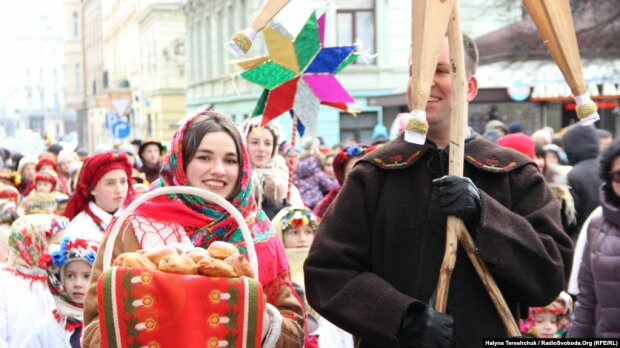 Вертеп, Різдвяний дідух і колядки: найкращі святкові фото з України та світу