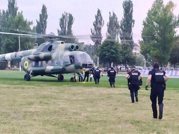 """Вооруженный спецназ на вертолетах срочно отправили на округ, где победил """"Оппоблок"""""""