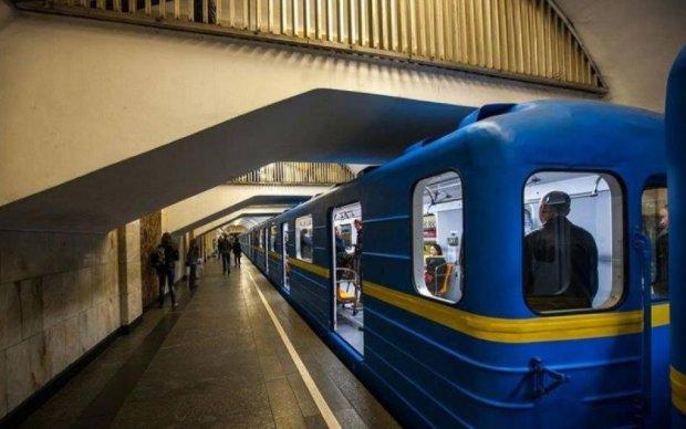 У Києві замінували одразу кілька станцій метро