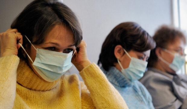 """Коронавірус змусив львів'ян """"озолотити"""" аптеки і обвішатися масками, деталі істерії"""