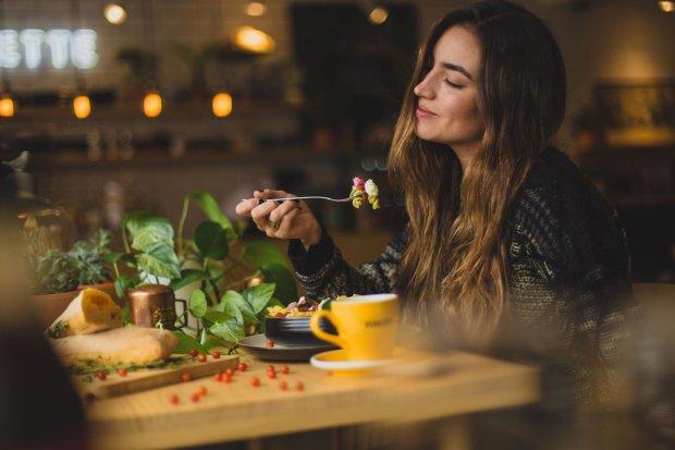Елементарний напій змусить вас забути про голод та спалить зайві кілограми: схуднення для лінивців