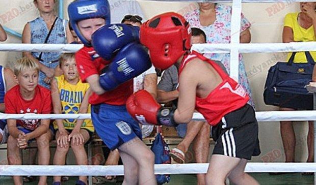Юные спортсмены определяли чемпиона на боксерском турнире в Бердянске (фото)