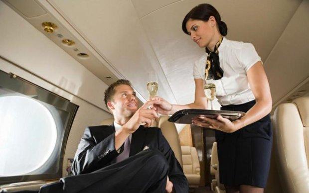 Стюардеса розповіла про інтимні утіхи vip-пасажирів