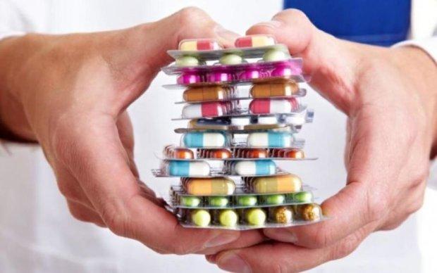 Вчені пояснили, як таблетки і наркотики впливають на мозок: відео