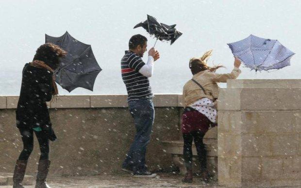 Україну штормить:  синоптики попередили про погіршення погоди