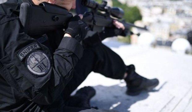 Снайпер ошибочно подстрелил двоих человек во время выступления Олланда