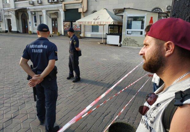 Проламали череп: в Одессі кати у погонах вибивали душу разом із зізнанням, звірство зловила прихована камера