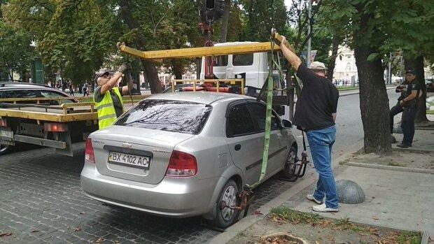 Ключі на базу: у львів'ян масово забирають машини, кому варто остерігатися