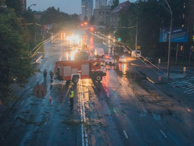 Безумная стихия терзает сразу две страны: украинцы в смертельной опасности