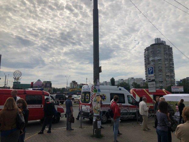 В Киеве остановилось метро, сотни людей в заручниках у подземки: что происходит