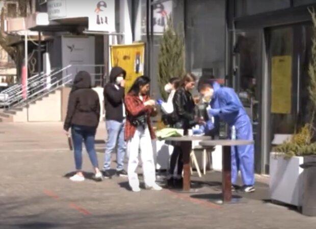 люди, скриншот из видео