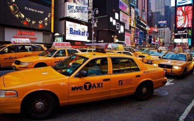 Красотки, подвиньтесь! Горячие таксисты стали героями эротического календаря
