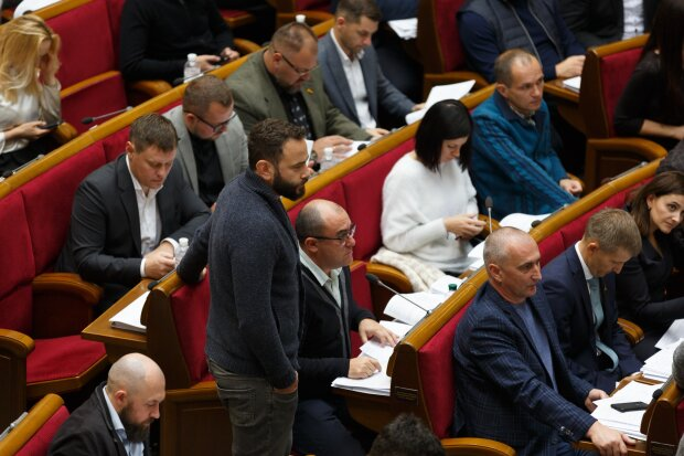 У Зеленского собираются проверить скандальных депутатов на детекторе лжи: кого могут схватить за хвост