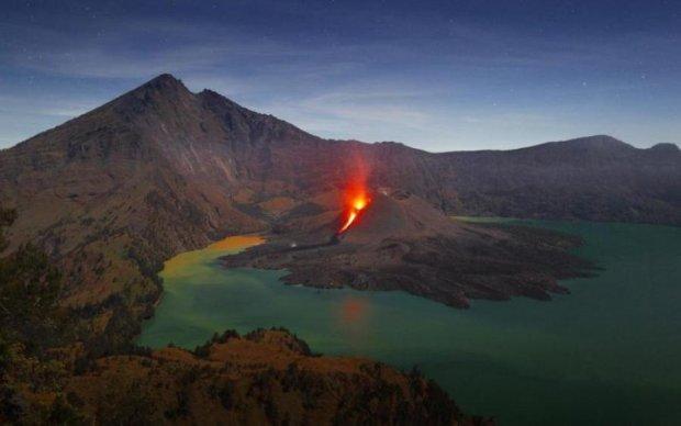 Адский вулкан закрыл аэропорты райского курортного острова